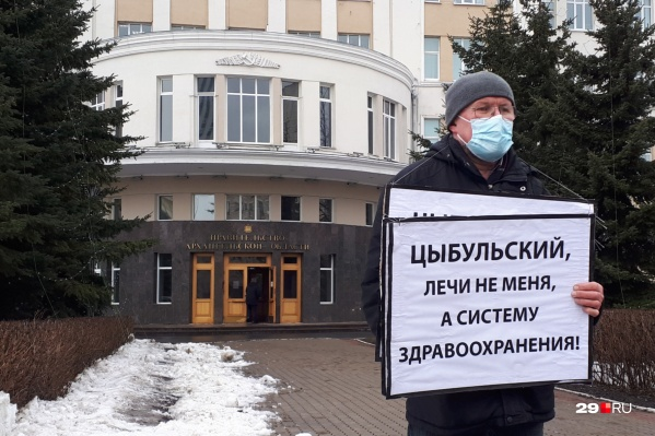 Александр Шанин добивается, чтобы власть решала проблемы с медициной в Устьянском районе