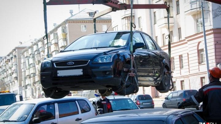 В Красноярске запрещают парковку вдоль ЖК «Скандис». Автомобилисты довольны