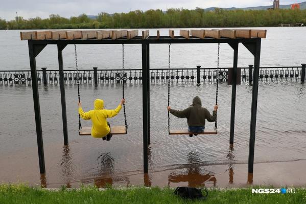 Уровень воды в Енисее, по словам специалистов, поднялся на 10 сантиметров