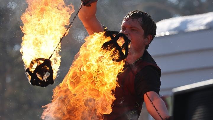 Пробки и очереди, фаер-шоу и бой мешками: 20фото празднования Масленицы в Челябинске