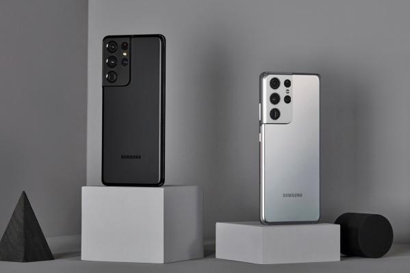 """Смартфон появился в продаже в начале года. На официальном сайте Samsung он стоит <nobr class=""""_"""">115 990</nobr> рублей"""