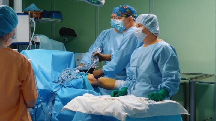 Платно и по квотам: в «Клинике НИИТО» проводят операции по эндопротезированию суставов