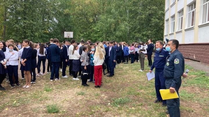 В Уфе массово эвакуировали школы