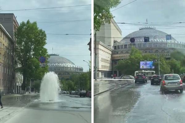 Такой фонтан смотрится очень органично с театром
