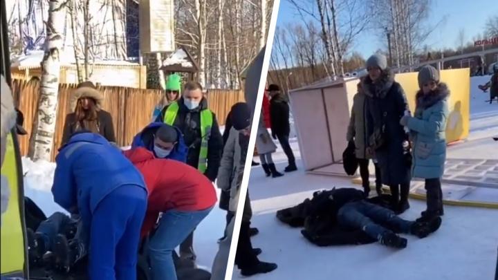 Мэрия накажет руководство парка Маяковского за рухнувшую на посетителя конструкцию