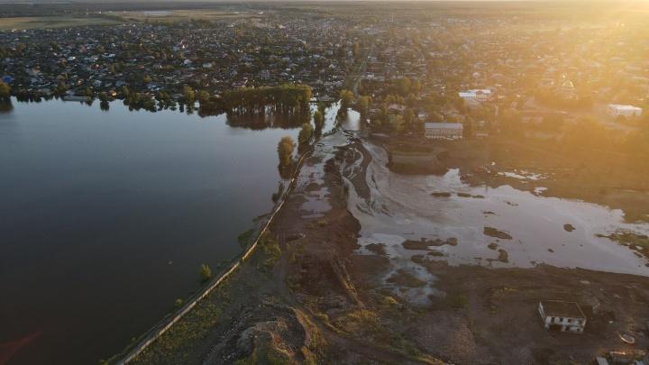 Как после наводнения выглядит Верхняя Салда с высоты птичьего полета. Видео