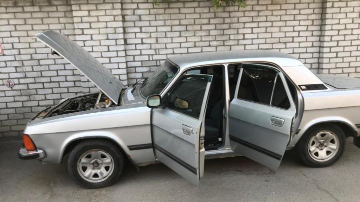 Хоть за рубль: губернатор Волгоградской области избавляется от двух гнилых «Волг»