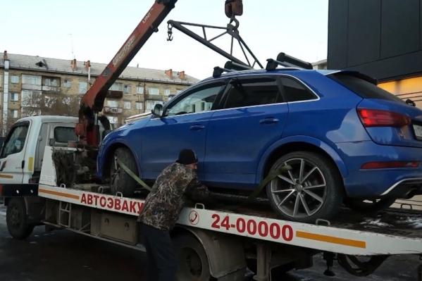 Машина была припаркована в центре Красноярска