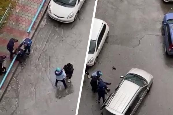 Пострадавший упал на землю во время потасовки