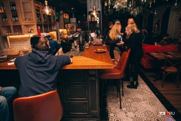 В прошлом году на протяжении нескольких месяцев горожане не смогли по ночам посещать бары и другие места общепита