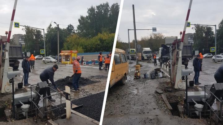 Новосибирцы встали в большую пробку на Матвеевке — там ремонтируют дорогу