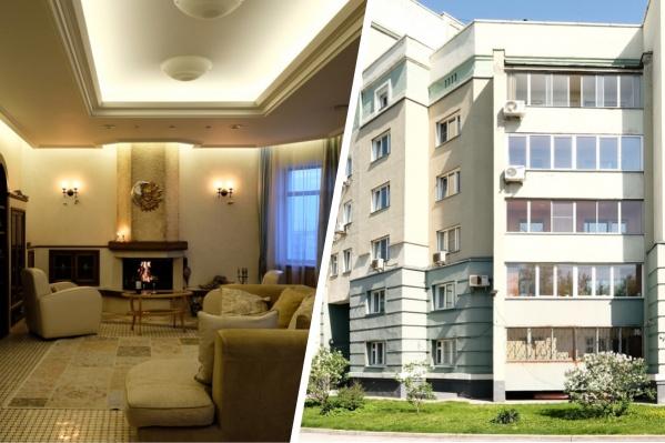 Второй этаж двухуровневой квартиры, как указывается в объявлении, является общедомовой собственностью. Владельцы эксплуатируют его с 2007 года по договору аренды