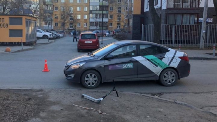 В Екатеринбурге восьмилетний мальчик попал под колеса каршеринговой машины
