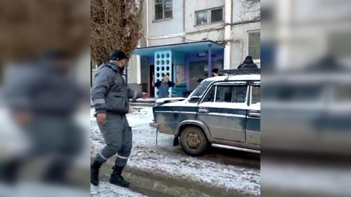 Задержание психбольного, пытавшегося устроить массовую резню в Волгограде, попало на видео