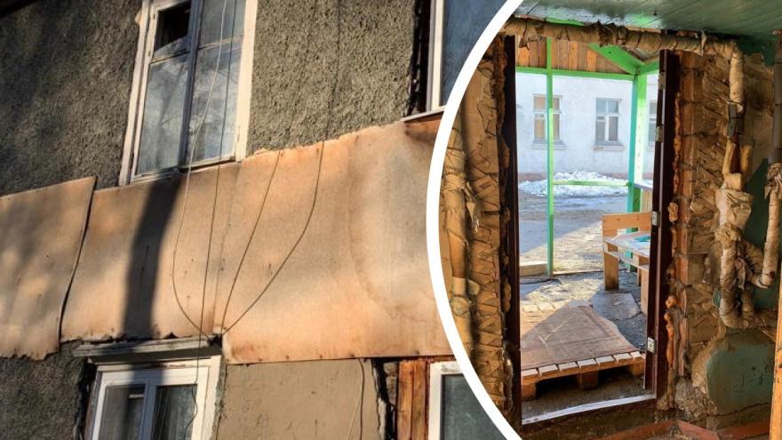 Сибирячка показала фотографии дома-картонки. Он рассыпается на глазах, а жителям предлагают ремонт в рассрочку на 10 лет