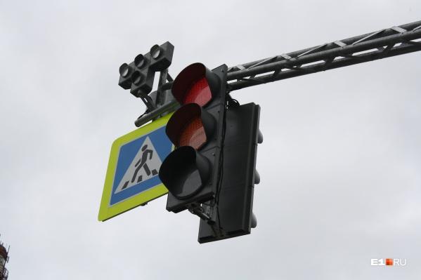 В Екатеринбурге сложный перекресток оборудуют светофорами