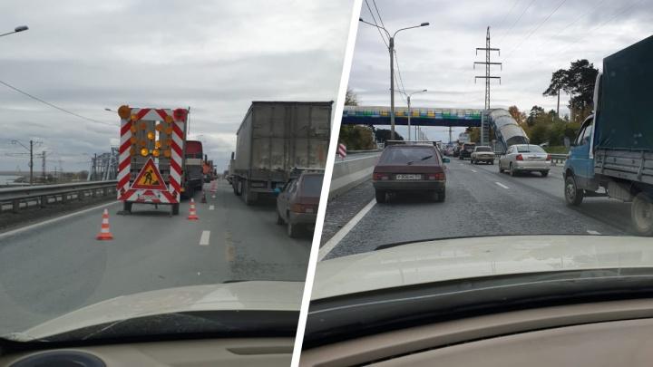 Водители встали в 8-километровую пробку из-за ремонта дороги на Бердском шоссе