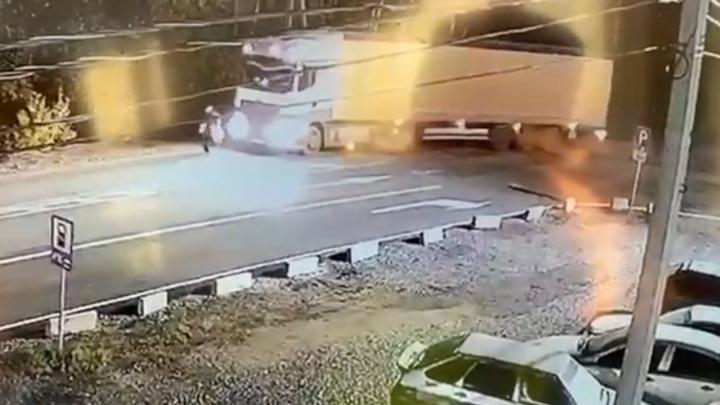 Под Уфой грузовик насмерть сбил убегающего пенсионера