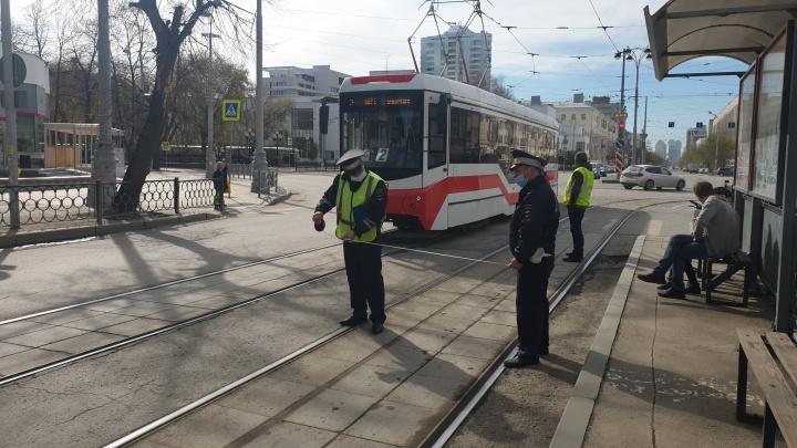 В центре Екатеринбурга трамвай сбил 10-летнюю девочку на велосипеде