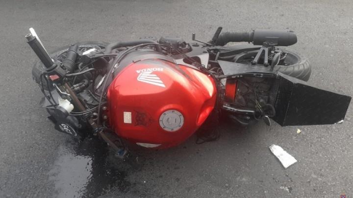 В Волжском пьяный мотоциклист пошел на таран автобуса