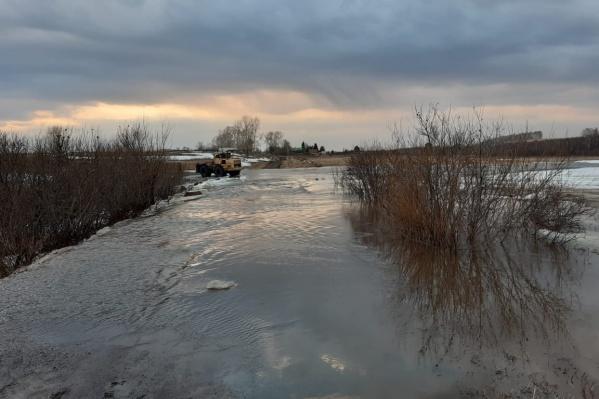 16 апреля вода отрезала пути к населенным пунктам в Назаровском районе