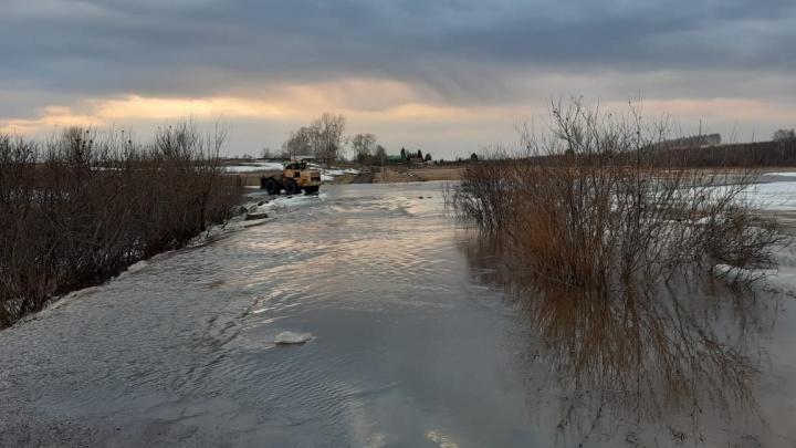 В Назаровском районе талая вода изолирует населенные пункты