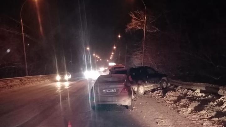 «Тойота» вылетела на встречку на улице Петухова — среди пострадавших 12-летняя девочка