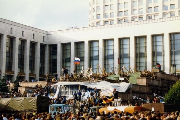 В августе 1991-го простые москвичи отбили страну у генералов КГБ