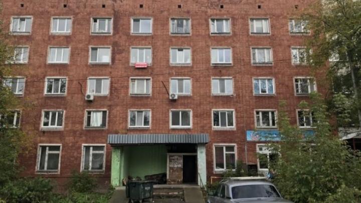 В Перми девушка получила тяжелые травмы после падения из окна