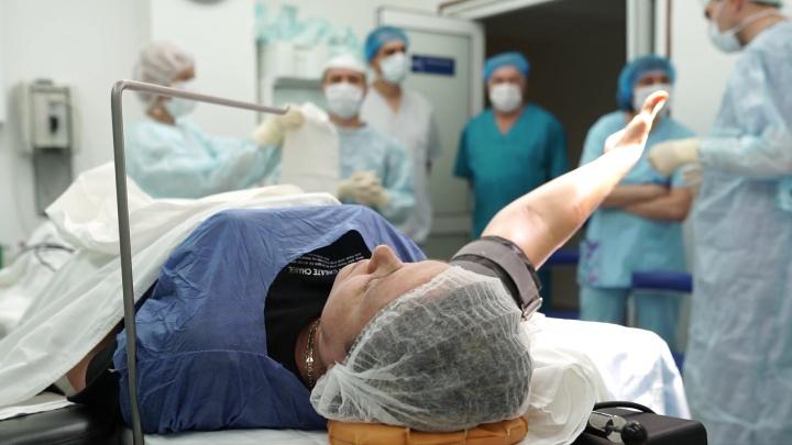 Без наркоза и разреза: в «Реавизе» провели уникальные операции пациентам с патологиями кисти
