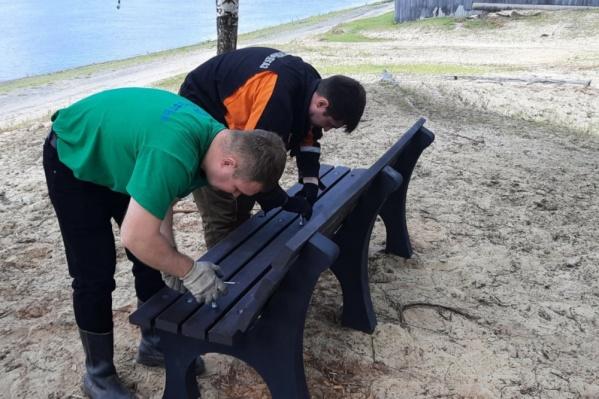 В Сургутском районе появились экологичные скамейки