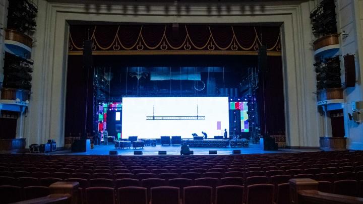 Оперный театр готовят к «Народной премии НГС» — 7 фото со сцены, где сегодня состоится грандиозное шоу