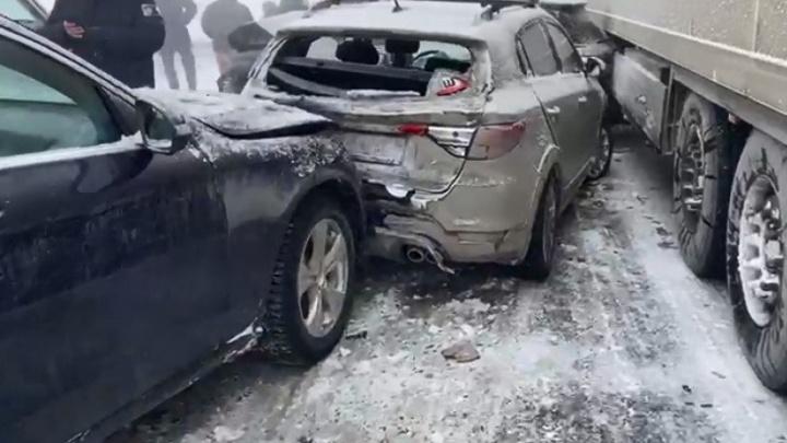 На Челябинском тракте произошло массовое ДТП: столкнулось 20 машин