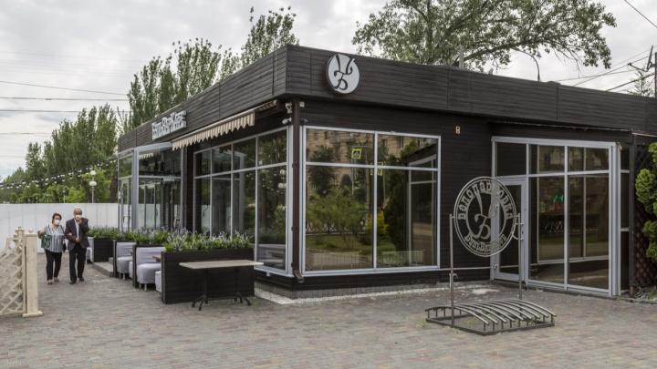 «Не работает мангал и проблемы с горячим»: в центре Волгограда тушили «Бульвар Кафе»