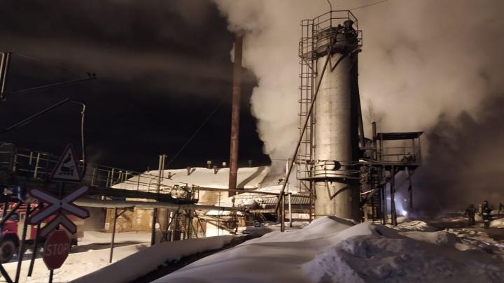 На нефтеперерабатывающем заводе в Ярославской области прогремел взрыв. Видео