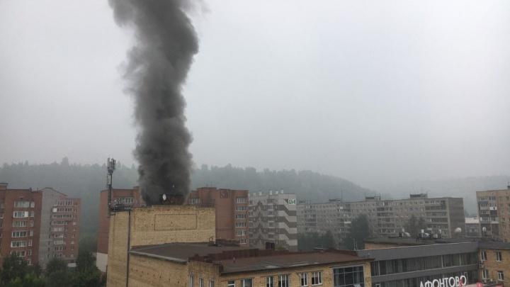В Красноярске горит здание телеканала «Афонтово»