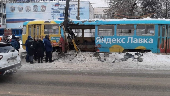 Причиной схода нижегородского трамвая с рельсов стала отвалившаяся деталь от снегоуборочной машины