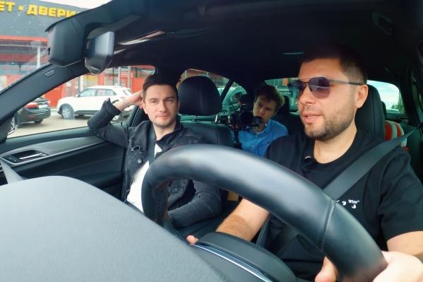 Для того чтобы взять интервью, журналисты Sports.ru приехали в Краснодар в гости к Мусаеву