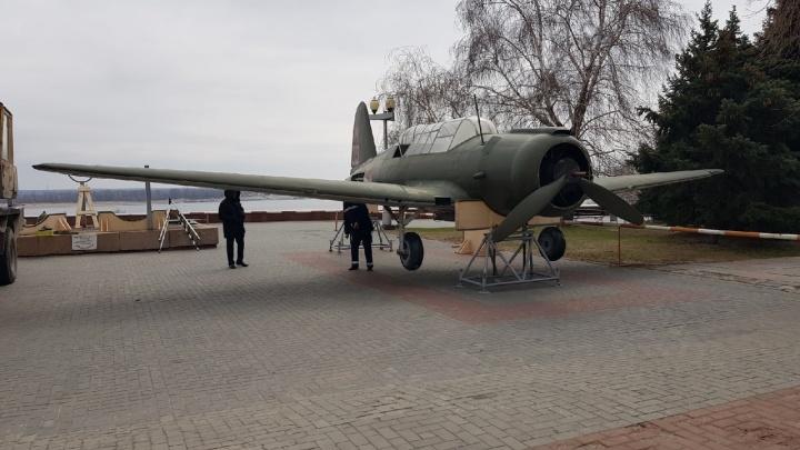 Улетел, но обещал вернуться: в Волгограде отправляют на реставрацию макет самолета Су-2