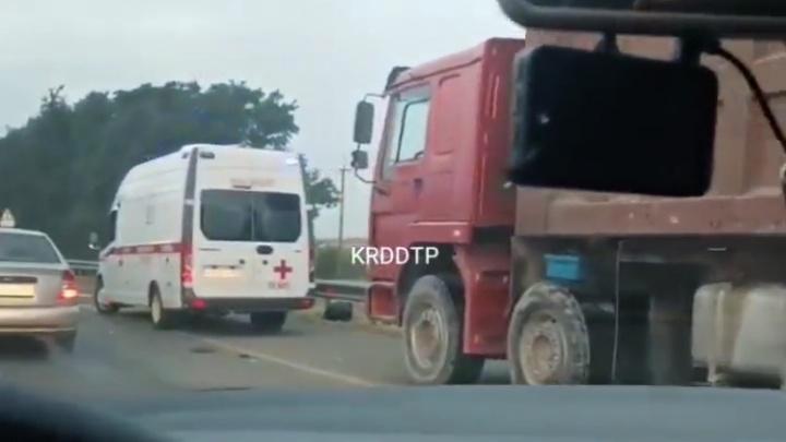 В Краснодаре в ночном ДТП погибли два человека
