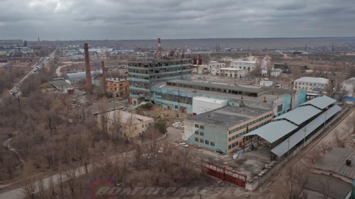 «Его уничтожают, распиливают»: волгоградец показал руины завода, брошенного на въезде в город