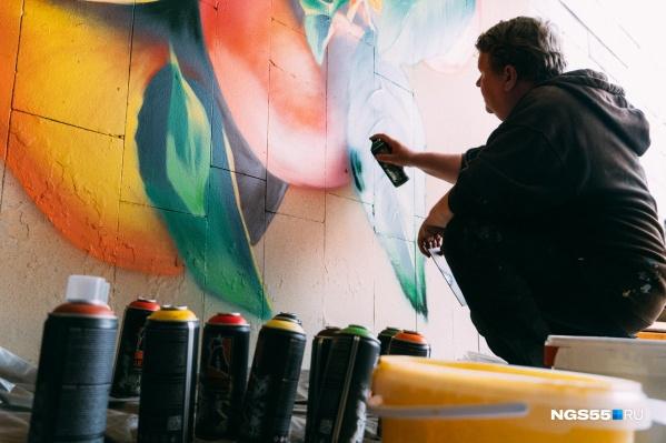 Художники, занимаясь любимым делом, приносят пользу и городу