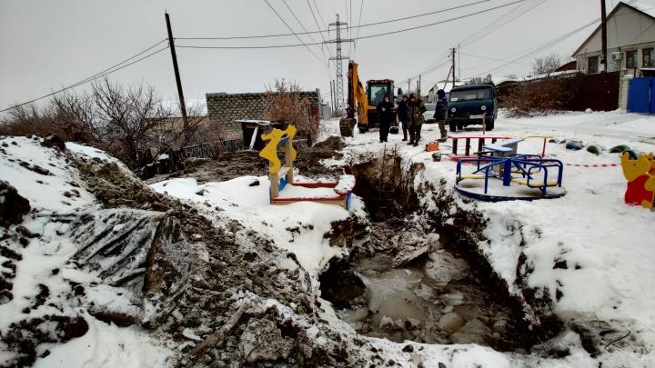 Под Волгоградом коммунальщики заплатят мизерные штрафы за падение школьника в яму с ледяной водой