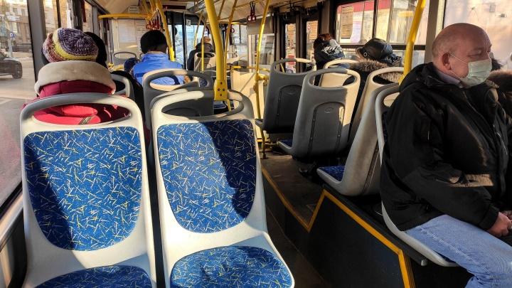 Пассажиры пожаловались на неадекватное поведение кондуктора в нижегородском автобусе