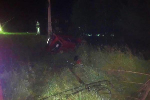 Водитель погиб на месте, пассажир получил травмы