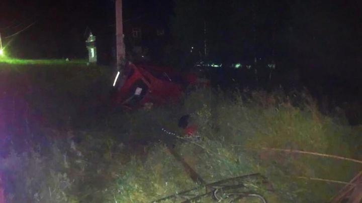 Под Новосибирском разбился водитель американского авто — он наехал на ограждение ЛЭП