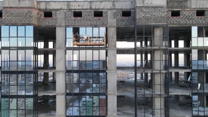 Отражается закат: многоэтажку на Московском шоссе украсят стеклом