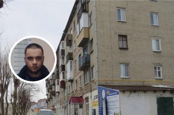 """Убийство произошло в доме <nobr class=""""_"""">№ 1а</nobr> на улице Революции"""