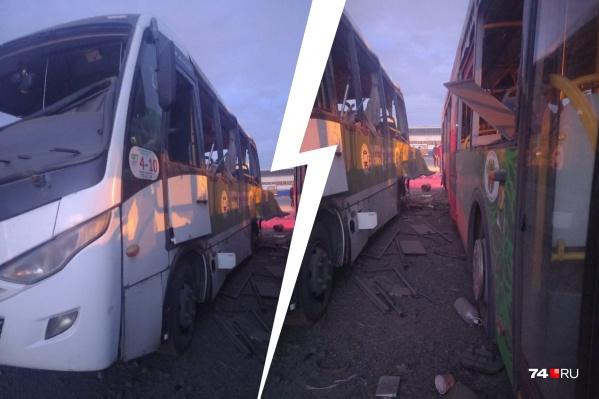 Ударной волной в автобусах повыбивало стёкла