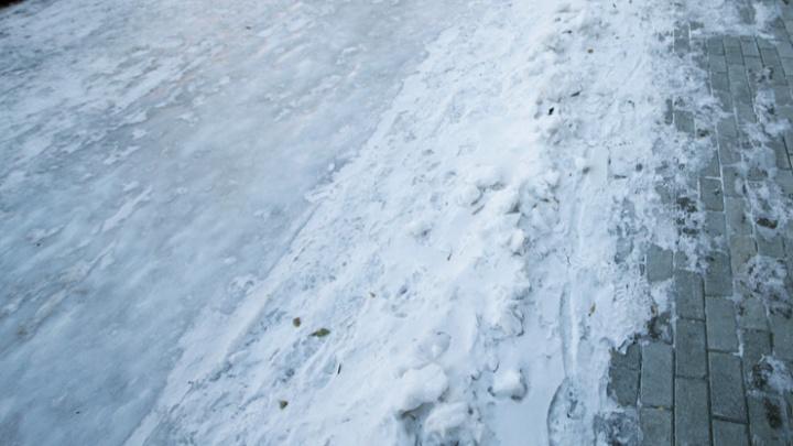 Волгоградцы высмеяли уборку снега в новом меме